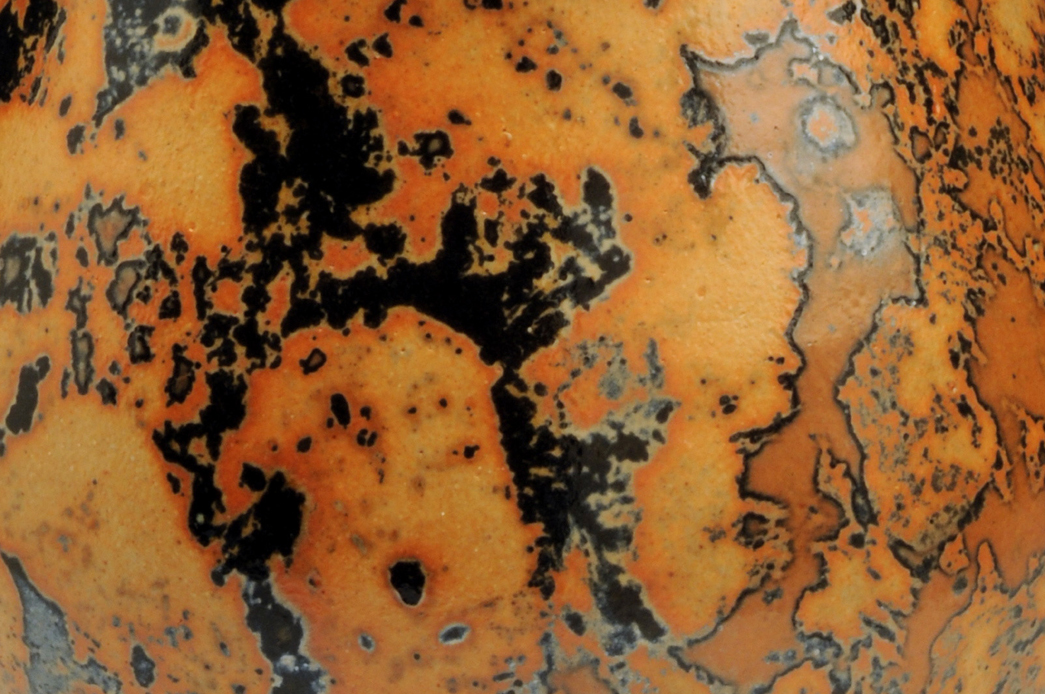 shino-urn-closeup